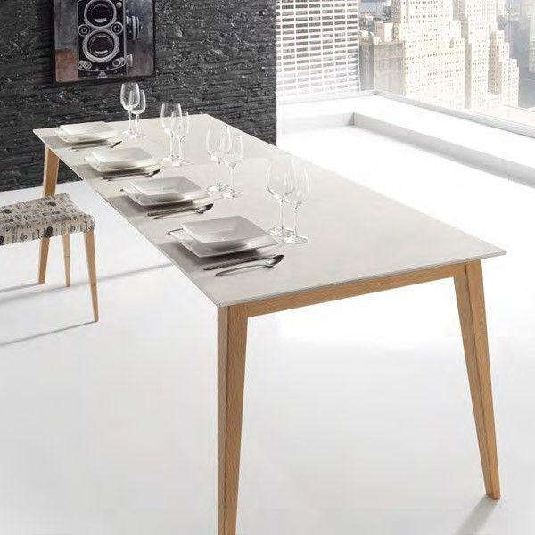 mesa extensible Nordic con tapa porcelánica y patas madera de haya