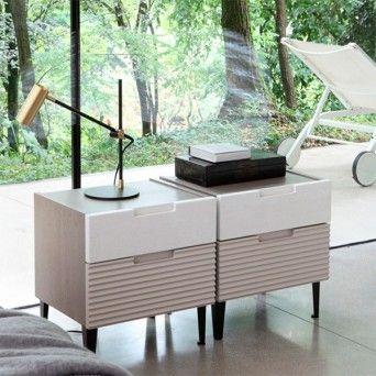 Mesita de noche modelo Zero.16 de la firma italiana Devina Nais